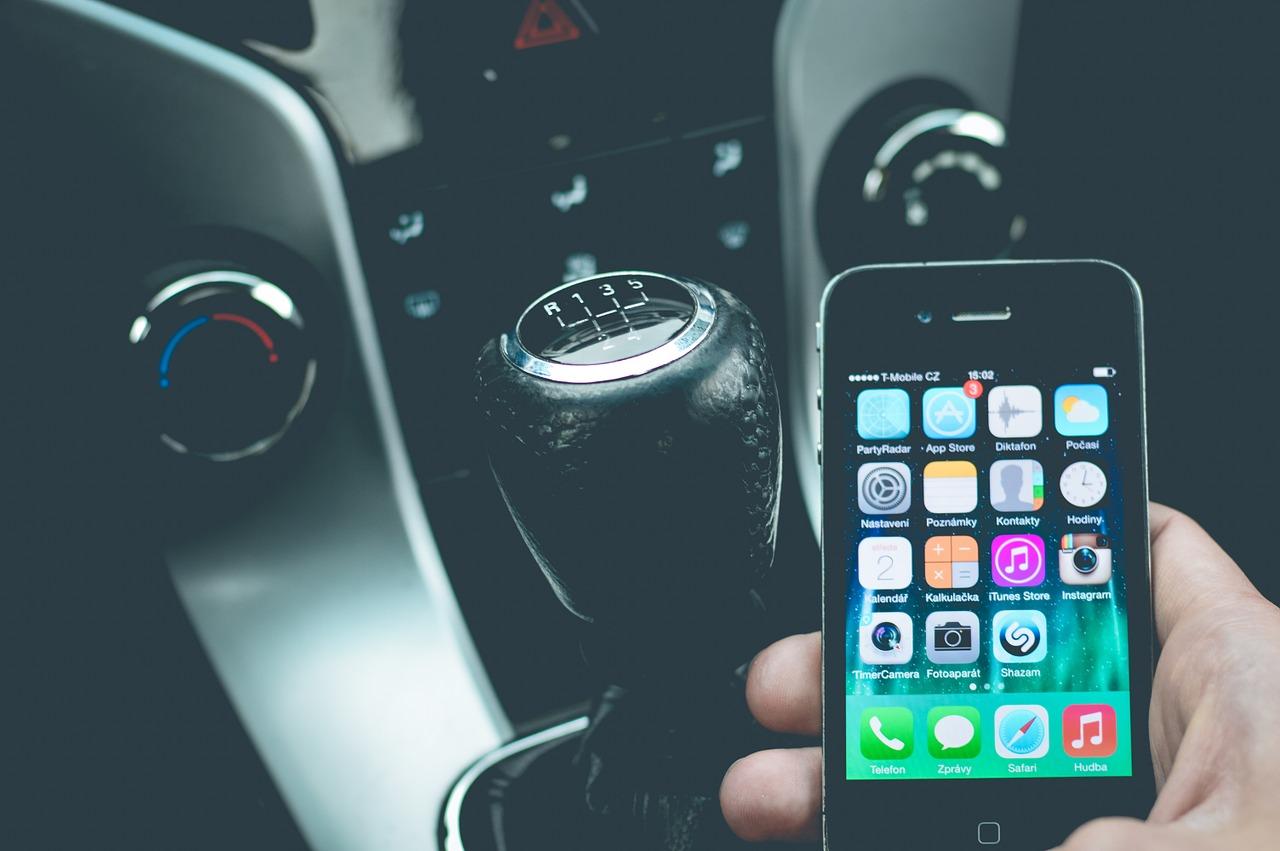 ¿Cargas el móvil en el coche? ¡Cuidado, podrías quedarte sin teléfono!